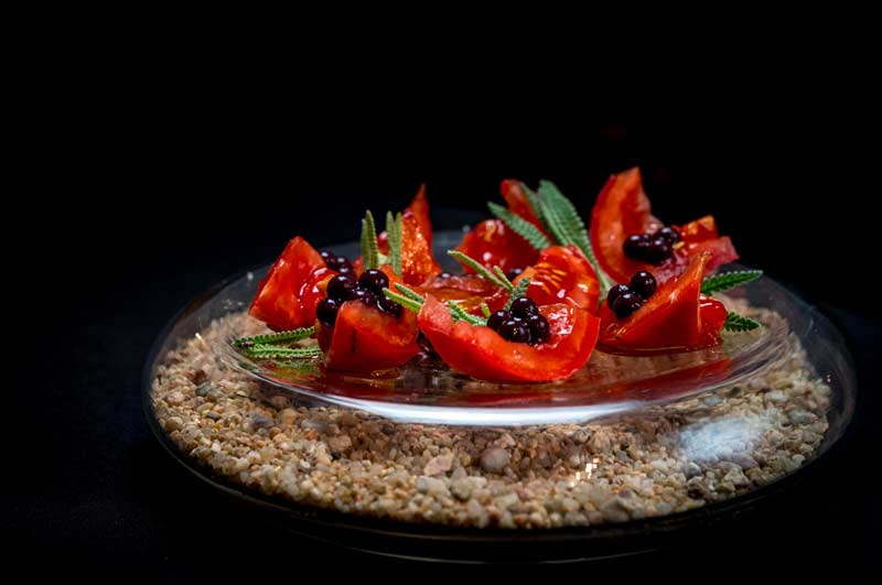 tomate con aceitunas negras